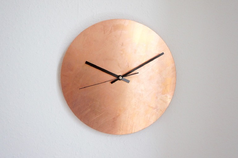 10 graceful living rooms with copper details Luxe Copper Wall Clock