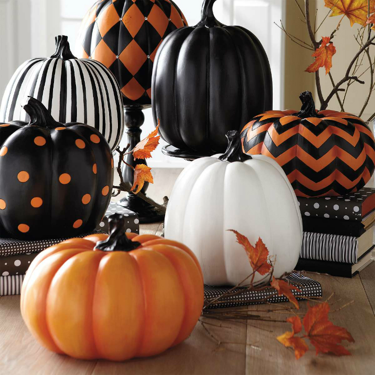 How to Transform Your Living Room for Halloween living room How to Transform Your Living Room for Halloween pumpkins polka dots