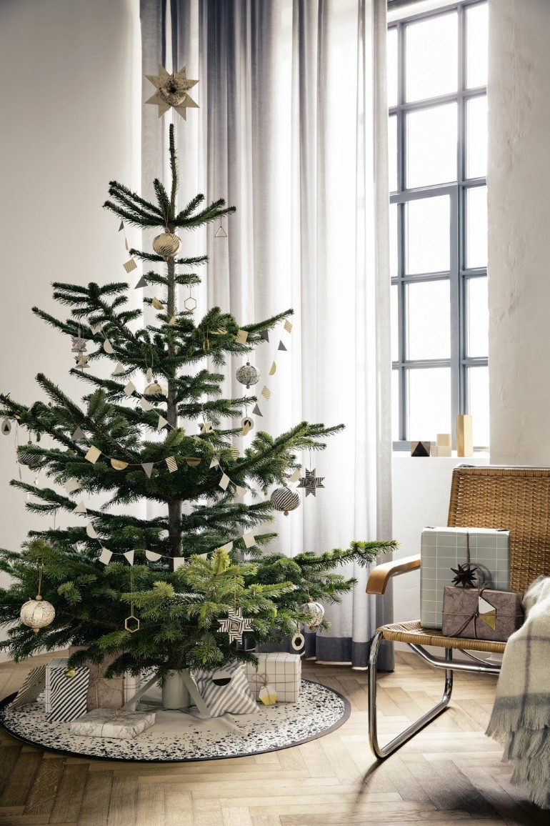 Scandinavian Christmas Trees for Your Holiday Living Room Decor scandinavian christmas Scandinavian Christmas Trees for Your Holiday Living Room Decor Scandinavian Christmas Trees for Your Holiday Living Room Decor 1
