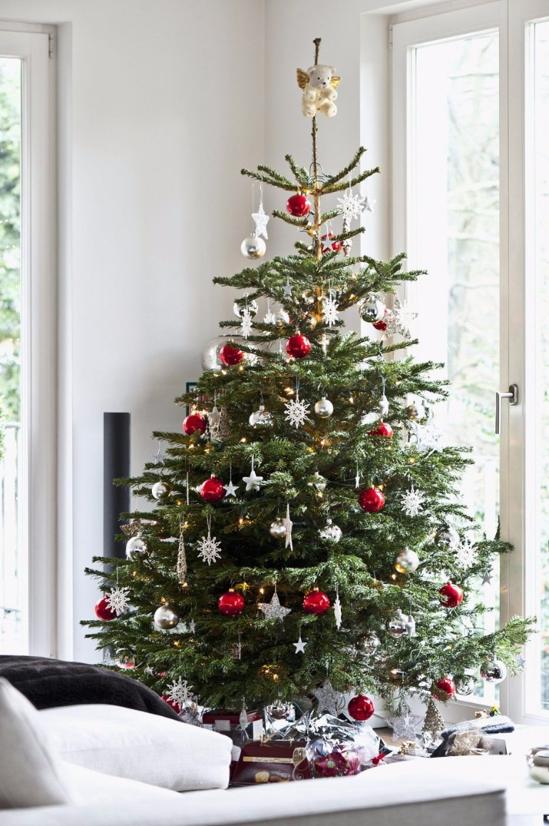 Scandinavian christmas trees for your holiday living room for Living room xmas ideas
