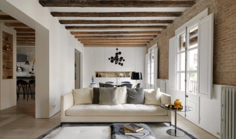 A Modern Living Room with Brick Wall and Exposed Beams You Must See modern living room Modern Living Room with Contemporary Lighting in Medieval Barcelona A modern apartment with brick walls and exposed beams in Medieval Barcelona 13
