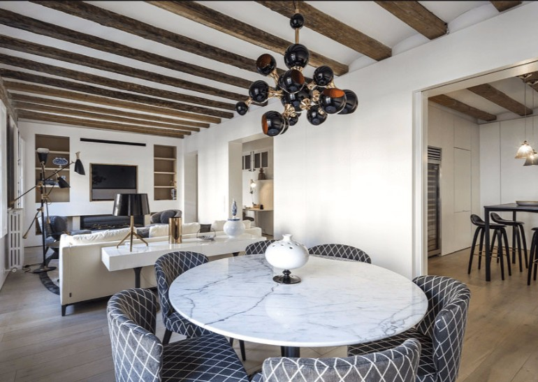 A Modern Living Room with Brick Wall and Exposed Beams You Must See modern living room Modern Living Room with Contemporary Lighting in Medieval Barcelona A modern apartment with brick walls and exposed beams in Medieval Barcelona 2