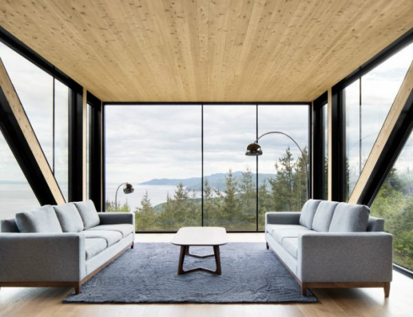 Living Room Inspiration: Modern Home Captures Stunning Views in Canada