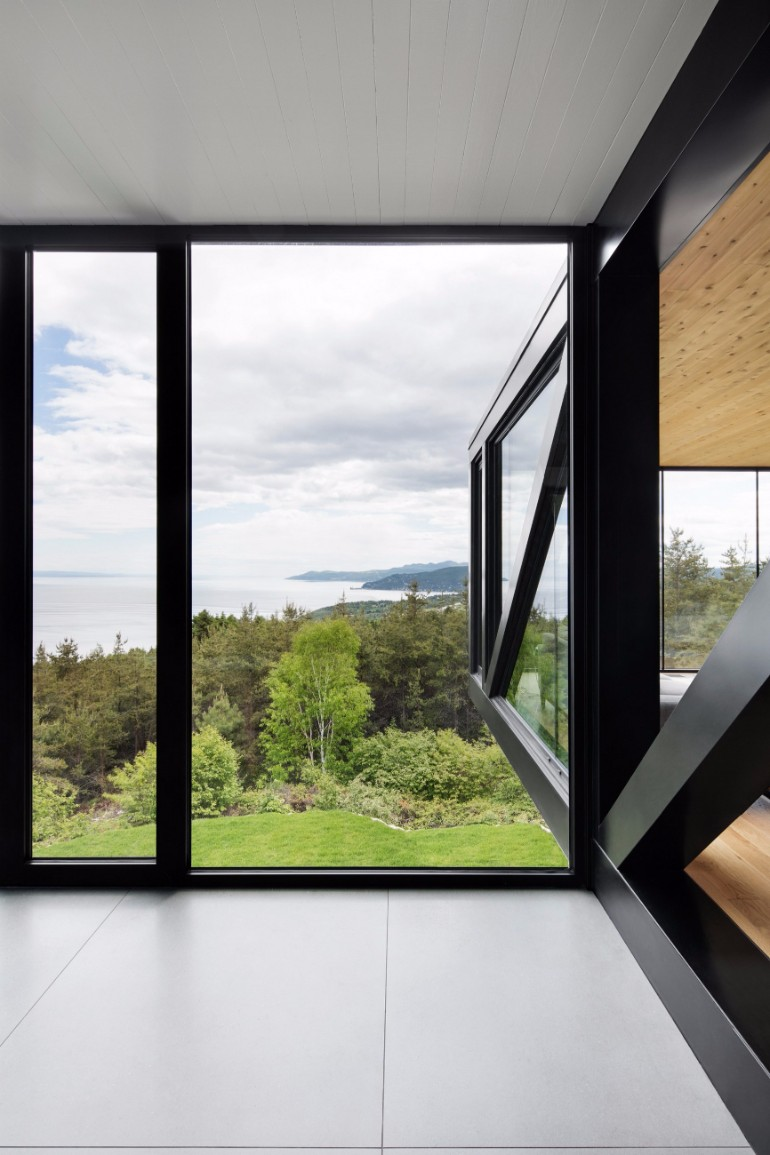 Living Room Inspiration: Modern Home Captures Stunning Views in Canada living room inspiration Living Room Inspiration: Modern Home Captures Stunning Views in Canada Modern Home Captures Stunning Views From A Cantilevered Living Room 2