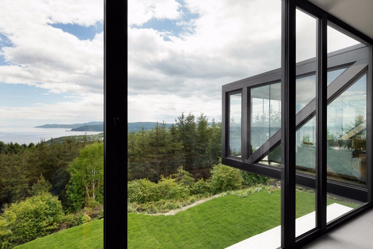 Living Room Inspiration: Modern Home Captures Stunning Views in Canada living room inspiration Living Room Inspiration: Modern Home Captures Stunning Views in Canada Modern Home Captures Stunning Views From A Cantilevered Living Room 9