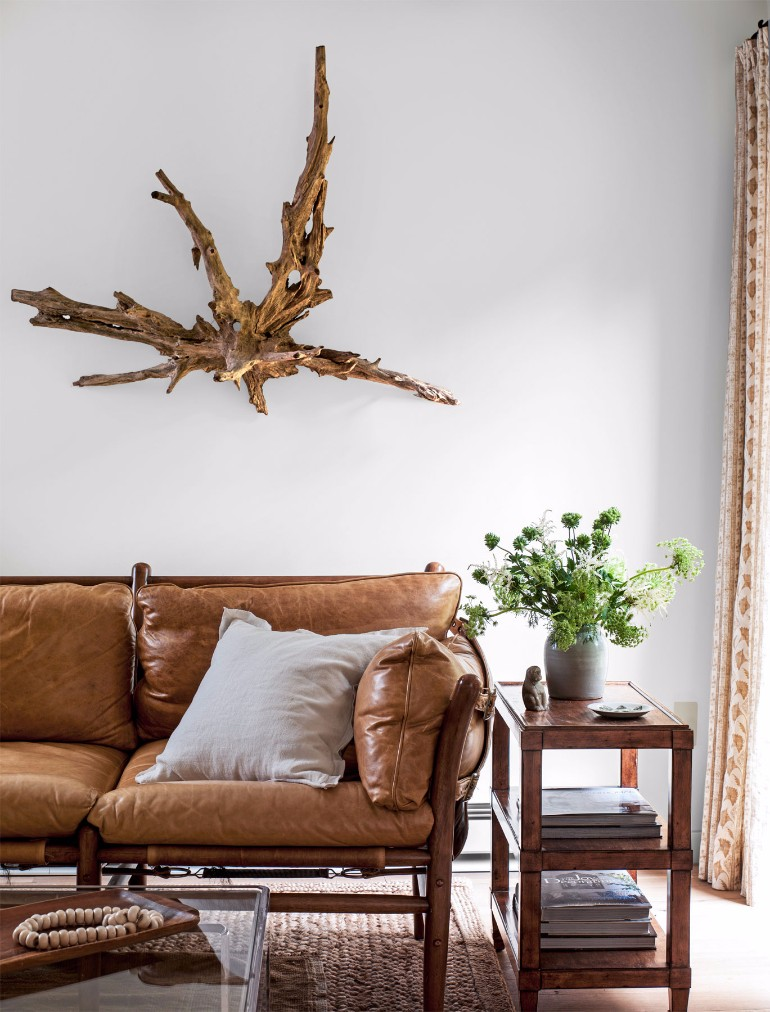The Best Ways to Display Art in Your Living Room Decor 1
