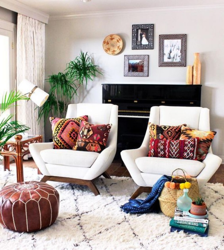 Living Room Spaces that Use Pillows to Soften and Style (5) living room Living Room Spaces that Use Pillows to Soften and Style Living Room Spaces that Use Pillows to Soften and Style 5