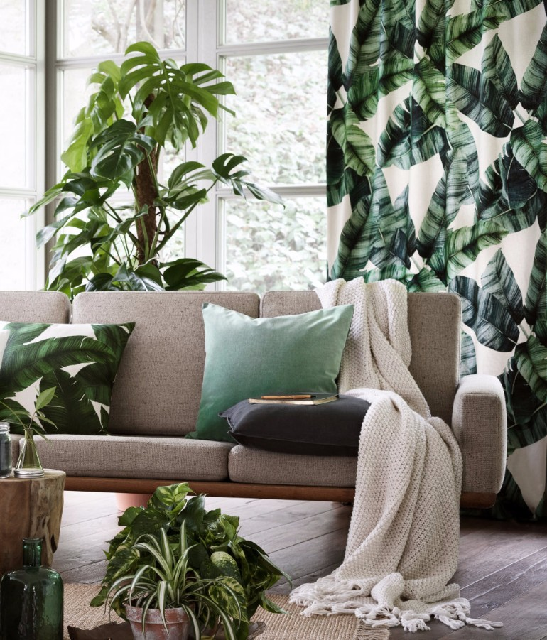 Incredible Tropical Leaf Prints for Living Room Decor living room decor Incredible Tropical Leaf Prints for Living Room Decor Tropical draperies and pillow from HM Home