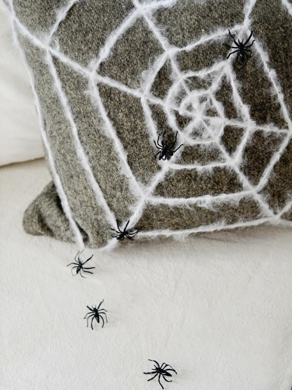 The Halloween Decor Tips Your Living Room Was Waiting For halloween decor The Halloween Decor Ideas Your Living Room Was Waiting For The Halloween Decor Tips Your Living Room Was Waiting For 4