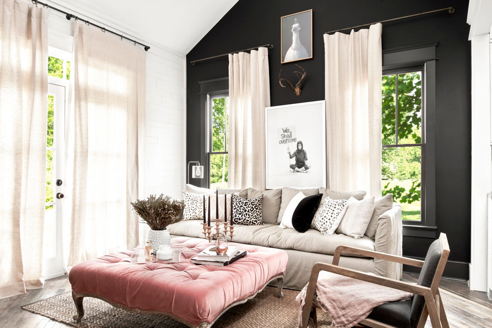8 Black Living Rooms Where We Wouldn't Mind Taking a Nap_1 black living rooms 8 Black Living Rooms Where We Wouldn't Mind Taking a Nap 8 Black Living Rooms Where We Wouldnt Mind Taking a Nap 2