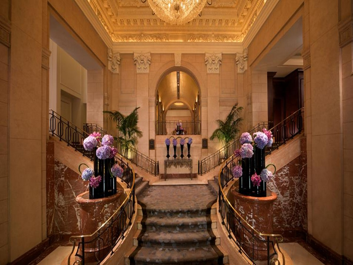 The 10 Best Luxury Hotels In New York City luxury hotels The 10 Best Luxury Hotels In New York City Peninsula New York Lobby P