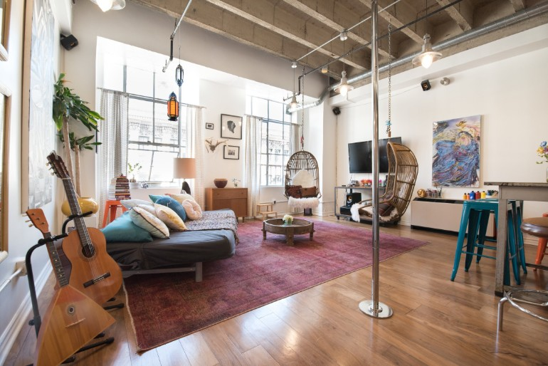 Across The Globe: Experience The Typical LA Lifestyle In This Amazing Loft across the globe Across The Globe: Experience The LA Lifestyle In This Amazing Loft Across The Globe Experience The Typical LA Lifestyle In This Amazing Loft 1