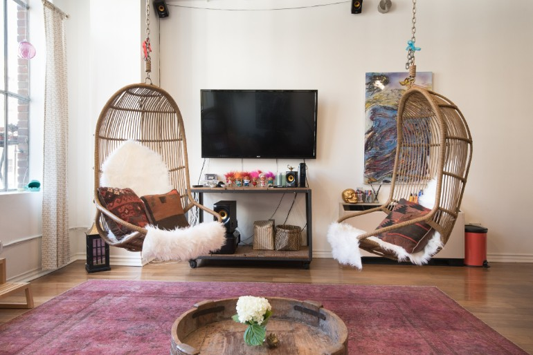 Across The Globe: Experience The Typical LA Lifestyle In This Amazing Loft
