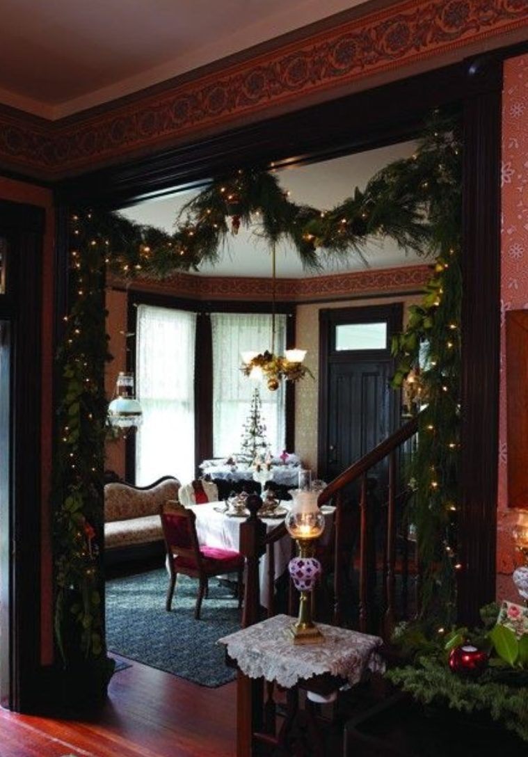How To Use Christmas Lights To Your Advantage In A Modern Living Room modern living room How To Use Christmas Lights To Your Advantage In A Modern Living Room How To Use Christmas Lights To Your Advantage In A Modern Living Room 4 e1540815153104