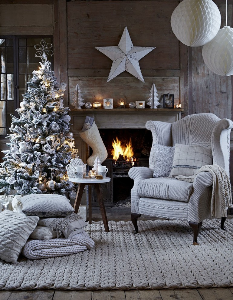 christmas living rooms, christmas living room ideas, living room inspiration, christmas home decor, holiday decorations, mid-century modern furniture christmas living rooms 5 Christmas Living Rooms We Are Simply Head Over Heels For Modern Christmas Decorations for Inspiring Winter Holidays 26