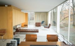 The Farnsworth House: A Modern Icon farnsworth house The Farnsworth House: A Modern Icon with a Minimalist Living Room 15 2 240x150