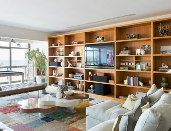 Copacabana Apartment with Mid-Century Living Room FEAT 1 mid-century living room Copacabana Apartment with Mid-Century Living Room Copacabana Apartment with Mid Century Living Room FEAT 1 600x460