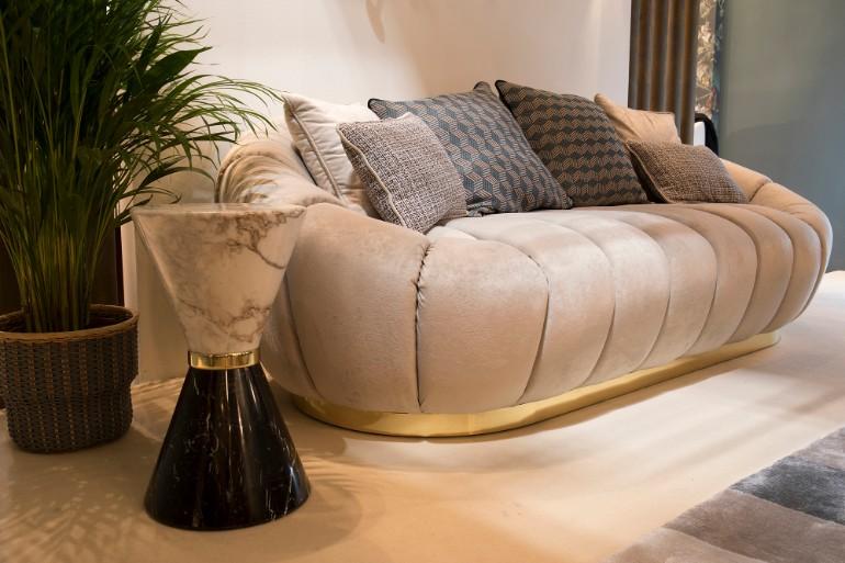 velvet sofas Velvet Sofas Are Your New Best Friend In Living Room Decor EH isaloni 02 HR