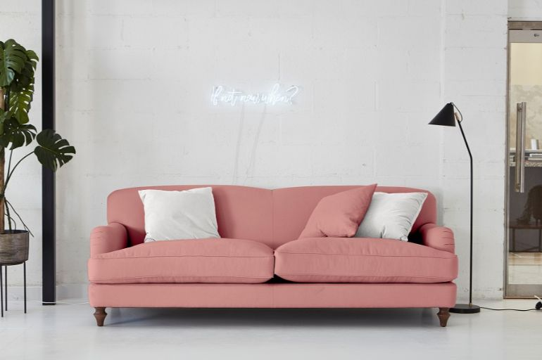 Coloured Sofas: The Trend You Should Know How To Use coloured sofas Coloured Sofas: The Trend You Should Know How To Use Trends Coloured Sofas and How to Decorate Around Them 4 1
