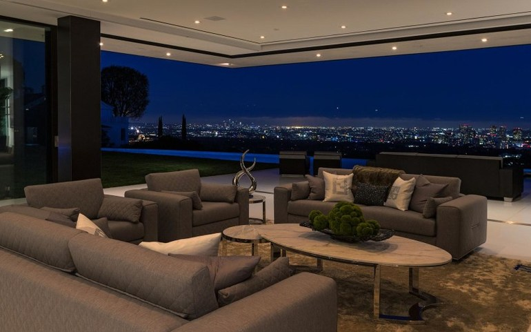 Big Living Rooms With Amazing Views That Steal The Gasp From Your Lips big living room Big Living Rooms With Amazing Views That Steal A Gasp From Your Lips Big Living Rooms With Amazing Views That Steal The Gasp From Your Lips 2